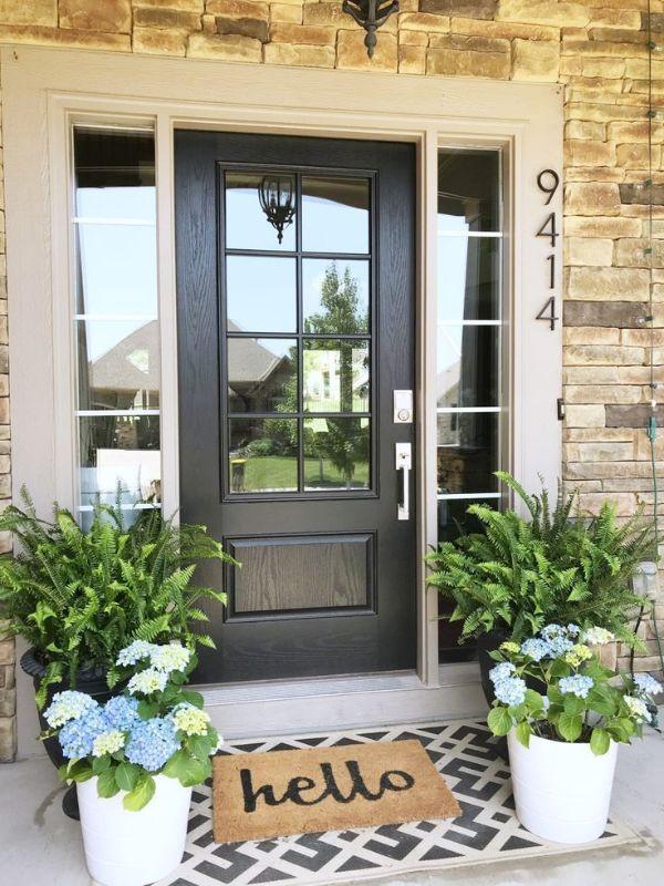 decoracion de la entrada de la casa flores y tapetes