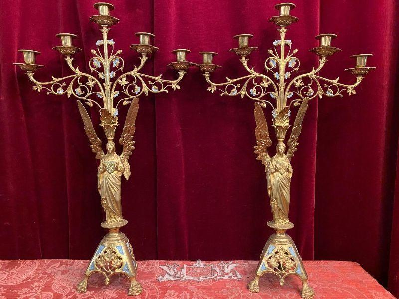 tipos de candelabros antiguos con figuras